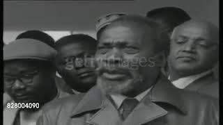 Mzee Jomo kenyatta  arriving from prison