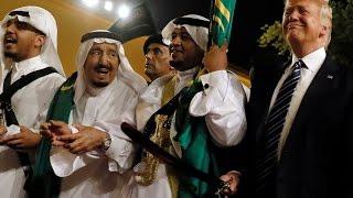 """الملك سلمان وترمب يؤديان رقصة """"العرضة"""""""