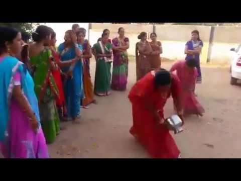 Funny Indian dance - Desi Rajasthani Dhol Folk