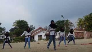 Tari tradisional dan dance modern 11 IPA 3 SMAN 1 RANGKASBITUNG '15