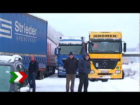 Schneechaos auf der A45 bei Olpe Verkehr steht über 12 Stunden 03.02.2010