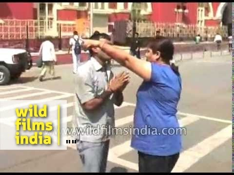 Howrah Taxi driver beaten up by Indian woman : girl power rules? Or bad behaviour?