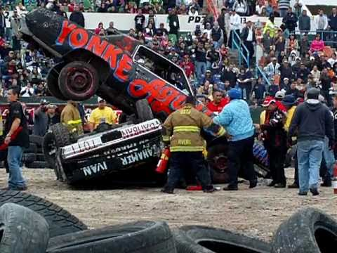 ACCIDENTE DESTRUCTOMANIA DE AUTOS 2010 CANACO TIJUANA TIJNOT 4 mov