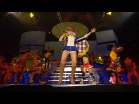 gwen stefani - hollaback girl (live dvd harajuku lover) HQ