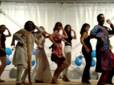 Desi girl, group dance.MPG  Indian Dance in La Crau, France - Bollywood