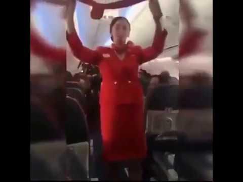 Hostesin Bir Uçak Dolusu Taraftarla İmtihanı