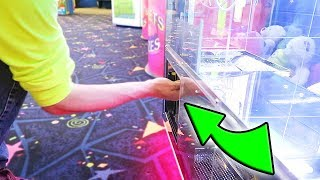 You Have NEVER Seen A CLAW MACHINE Like This BEFORE!!!