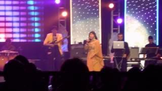 Alka Yagnik Live in Durban- Gali Mein Aa Chand Nikla