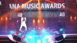 Article Wan performs 2017 VGMA