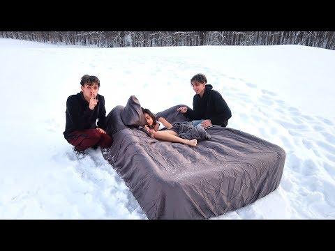 Xxx Mp4 HOT GIRLFRIEND WAKES UP IN SNOW PRANK 3gp Sex