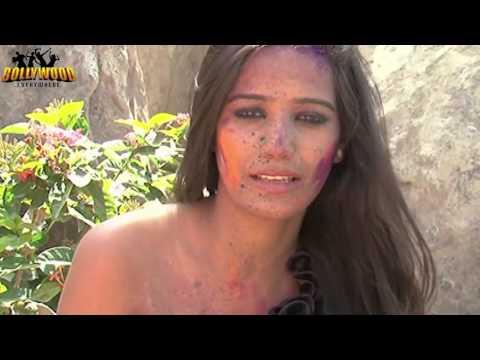 S€x¥ Poonam Pandey promotes 'Waterless holi'