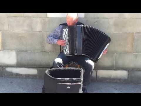 Niesamowity Akordeon na Rynku w Krakowie.Piękne. the Best Accordion in the World