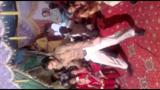 Awesome Dance in wedding on Punjabi Song Luk 28 Kuri Da