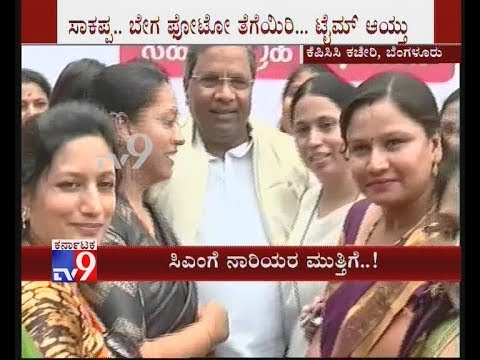 CM Siddaramaiah Poses Selfie with Women during Signature Campaign