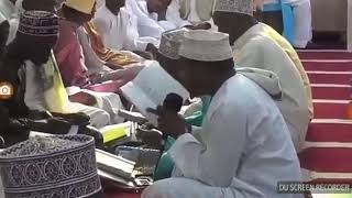 Ustadh Abubakar Atwaas akisoma mlango wa maulid miskiti Anisa