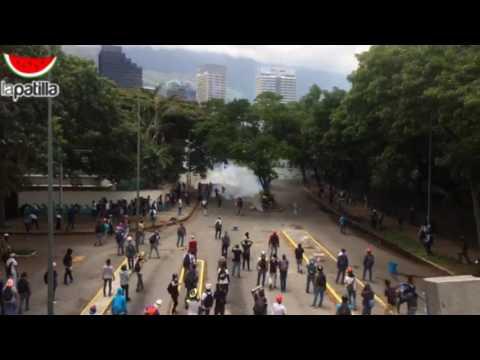 PNB y GNB reprimen a estudiantes en la UCV #4mayo