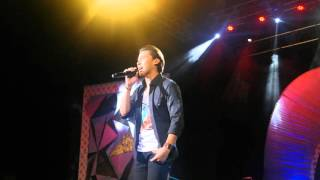 Enchong Dee sings Seloso at 7th PMPC Star Awards for Music