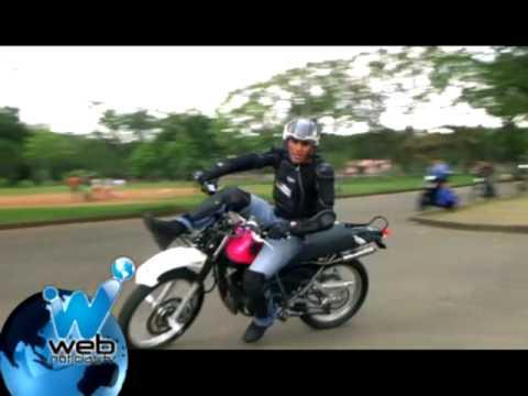 John Edward Chacón un Mago con las acrobacias sobre la moto Parte 1