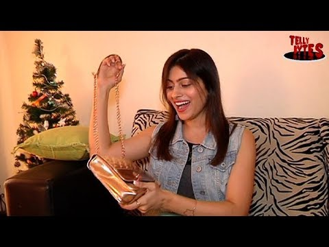 Aparna Dixit Receives Gifts From Her Fans