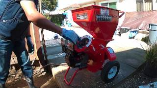 Harbor Freight 6.5hp Wood Chipper Shredder powered by Preadator