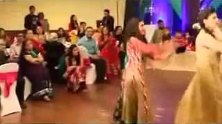 Pakistani Wedding Mehndi Night Best Dance On 'Mehndi Taan Sajdi'