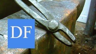 Blacksmithing for beginners -  Forging blacksmith tongs  3