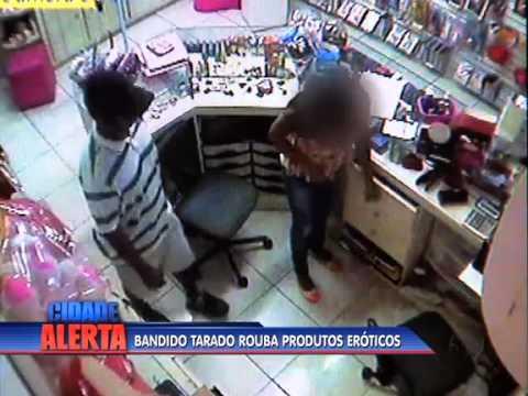 Homem assalta loja de produtos erotico e estupra vendedora no Rio