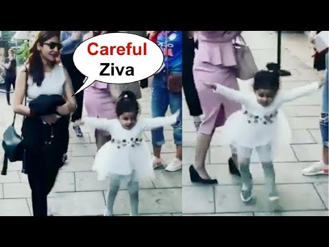Xxx Mp4 Ms Dhoni Daughter Ziva Dhoni Dancing With Anushka Sharma On Street Of England 3gp Sex
