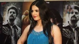 Zarine Khan in Sleeveless Top and Tight Pant