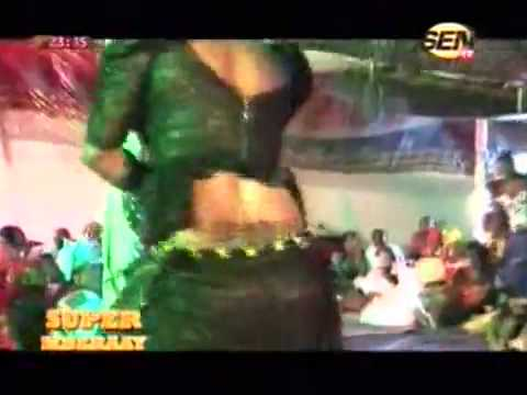 Chaud Leumbeul de la fille de Fatou Laobé dans l émission Super Mberaay sur SenTv