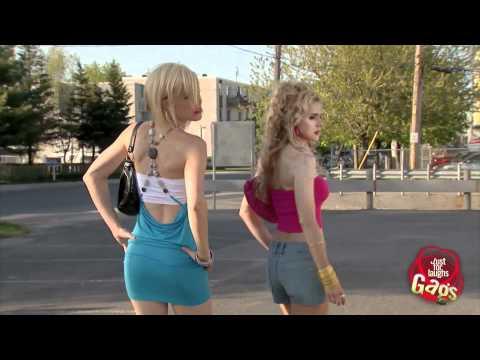 Tocando la bocina a las prostitutas .