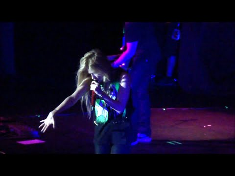 Avril Lavigne - Girlfriend Live in Belo Horizonte (Multi Angle)