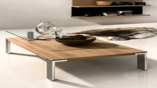 طاولات خشبية صغيرة