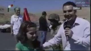 فتاة سورية تحرج مذيع النظام السوري أثناء لقاء مباشر على الهواء