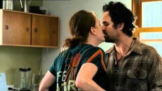 Clip primo bacio Julianne Moore e Mark Ruffalo (I ragazzi stanno bene) - WWW.RBCASTING.COM