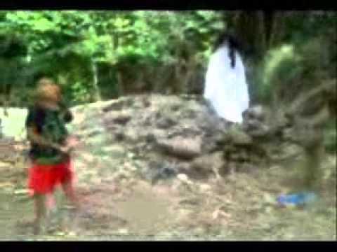 penampakan kuntilanak saat anak anak bermain di kebun