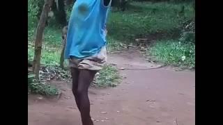 Msomi akiimba kihindi baada ya kupigwa na maisha..