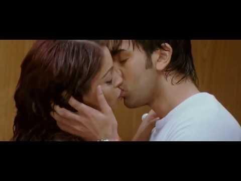 Bipasha Basu kissing Ranveer kapoor movie Bachna Ae Haseeno