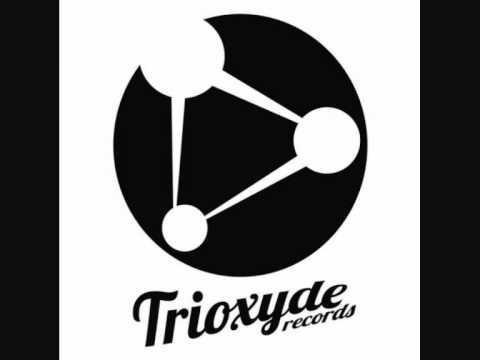 Slackers Project & Pirania - Mnml Fish (The Noughts & Crosses Remix) [CUT] [TRIOXYDE REC.]
