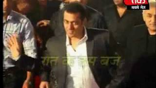Shahrukh and Salman at the premier of 3 idiots. Part 2 of 4