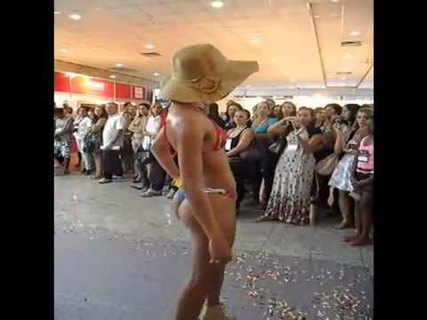 simone moura TEXES 2011 Desfile de moda praia