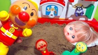 アンパンマン アニメおもちゃ どこでも砂場で砂遊び メルちゃんの砂風呂 SLマンのシャワーでキレイになるよ 水遊び 泥んこ遊び