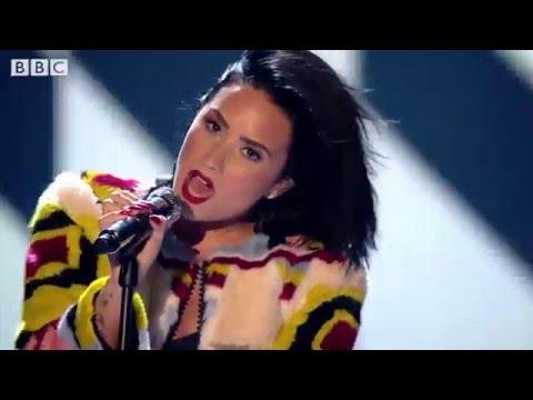 Ariana Grande VS Demi Lovato (Live