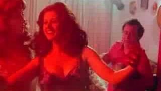 الممثلة ليلى حمادة ترقص ببدلة رقص كاملة