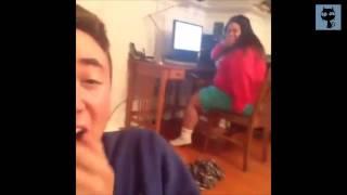 Homem grita e mulher peida