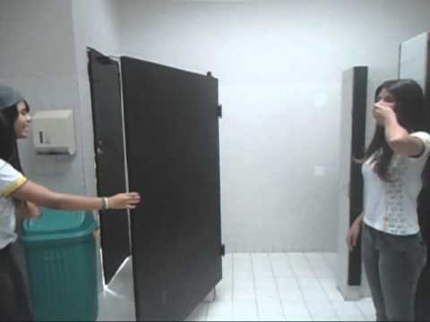 No Banheiro Do Colégio