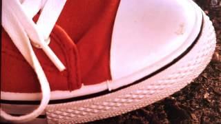 踏み潰し asian drama crush scene red sneaker