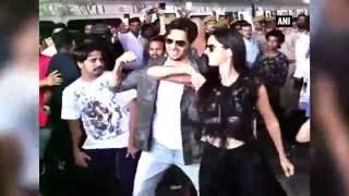 Kala Chashma Flash Mob With Katrina & Sidharth Malhotra in Delhi