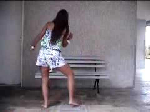 gostosa pernão dançando funk.