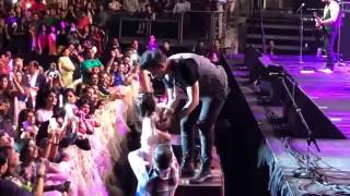 Atif Aslam makes His FANS CRY at live concert  Must watch what he does with THEM